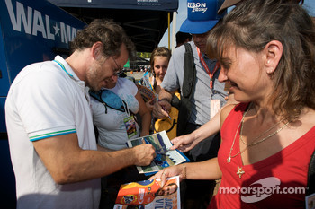 Jacques Villeneuve signs autographs