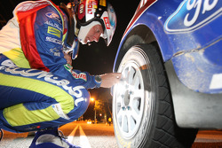 Jarmo Lehtinen checks the tyre pressure