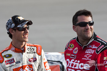 Joey Logano, Joe Gibbs Racing Toyota and Tony Stewart, Stewart-Haas Racing Chevrolet