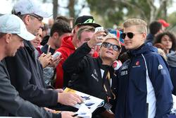 Marcus Ericsson, Sauber with fans