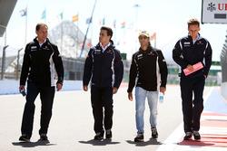 Felipe Nasr, Sauber walks the circuit with the team