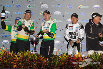 P2 podium: Butch Leitzinger, Marino Franchitti, Ben Devlin and Klaus Graf celebrate with champagne