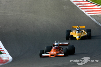 #32 Jeremy Smith Surtees TS20; #33 Jean-Michel Martin Fittipaldi F8