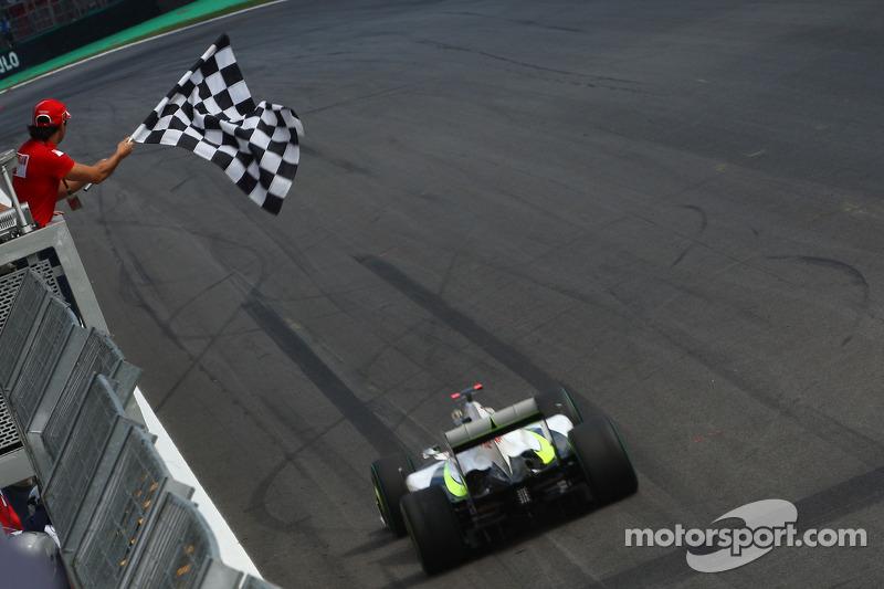 Zieldurchfahrt für Jenson Button, Brawn GP