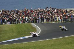 Casey Stoner, Ducati Marlboro Team leads Valentino Rossi, Fiat Yamaha Team