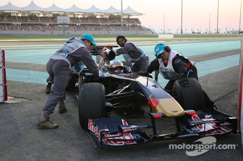 Jaime Alguersuari, Scuderia Toro Rosso retired from the race