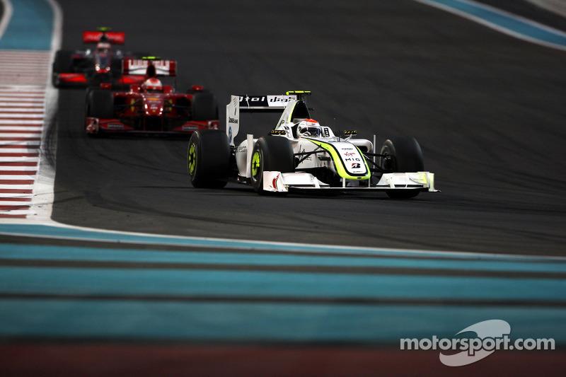 Rubens Barrichello, BrawnGP vor Kimi Raikkonen, Scuderia Ferrari