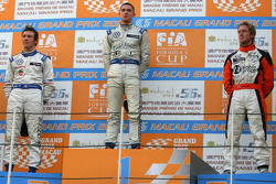 Podium: race winner Edoardo Mortara, Signature, with second place Jean-Karl Vernay, Signature, and third place Sam Bird, Art Grand Prix