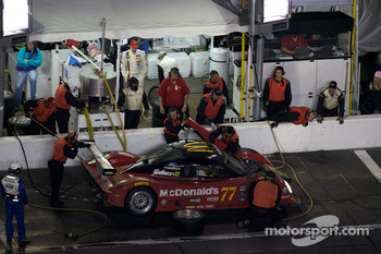 Pit stop for #77 Doran Racing Ford Dallara: Memo Gidley, Fabrizio Gollin, Brad Jaeger, Derek Johnston