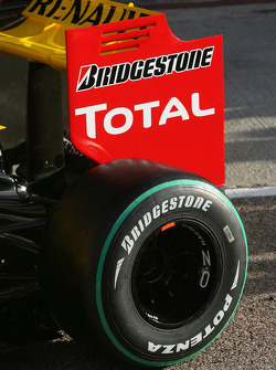 The Renault R30 rear wing detail