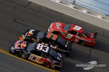 Brian Vickers, Red Bull Racing Team Toyota, Denny Hamlin, Joe Gibbs Racing Toyota, Kasey Kahne, Richard Petty Motorsports Ford