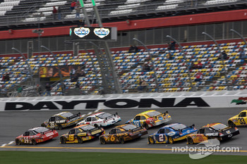 Tony Stewart, Stewart-Haas Racing Chevrolet and Ryan Newman, Stewart-Haas Racing Chevrolet lead a group of cars