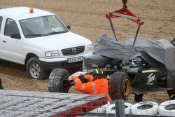 Heikki Kovalainen, Lotus F1 Team, T127, Crashes