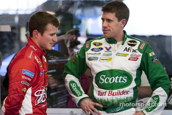 Kasey Kahne, Richard Petty Motorsports Ford and Carl Edwards, Roush Fenway Racing Ford