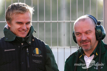 Heikki Kovalainen, Lotus F1 Team and Mike Gascoyne, Team Lotus project manager