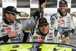 Victory lane: race winner Jimmie Johnson, Hendrick Motorsports Chevrolet with his team