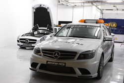 Safety car and medical car