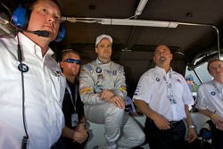 Fastest GT qualifier Dirk Muller watches the end of the session with Bobby Rahal and Joey Hand