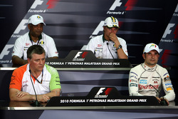 Otmar Szafnauer Force India F1 Chief Operating Officer, Tony Fernandes, Lotus F1 Team, Team Principal, Heikki Kovalainen, Lotus F1 Team, Vitantonio Liuzzi, Force India F1 Team