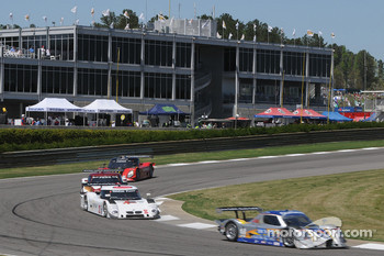 #10 SunTrust Racing Ford Dallara: Max Angelelli, Ricky Taylor leads a group of cars