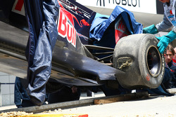 Sebastien Buemi, Scuderia Toro Rosso crashed on the circuit