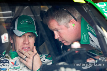 Carl Edwards, Roush Fenway Racing Ford talks with crew chief Bob Osborne