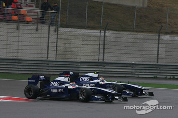 Rubens Barrichello, Williams F1 Team and Nico Rosberg, Mercedes GP