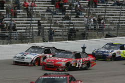 Tony Stewart, Stewart-Haas Racing Chevrolet and Sam Hornish Jr., Penske Racing Dodge lead the field to the green flag