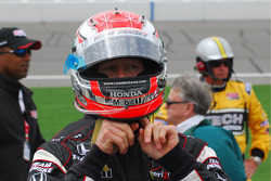 Ryan Briscoe gets ready for the race