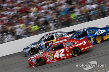 Juan Pablo Montoya, Earnhardt Ganassi Racing Chevrolet, Scott Speed, Red Bull Racing Team Toyota and Kurt Busch, Penske Racing Dodge