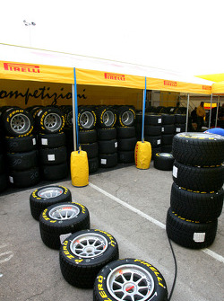 Pirelli confirms 2011 F1 tyre offer