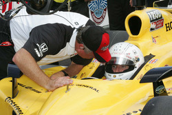 Jay Howard, Sarah Fisher Racing receives qualifying instructions from Brian Barnhardt, President of Competition & Racing Operations