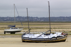 Visit of Brittany: boats on the low-tide beach in Le Croisic