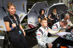 Markus Palttala, Eric De Doncker and Bas Leinders with the VDS Racing Team girls