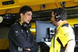 Esteban Ocon, Third Driver Renault Sport F1 Team and Julien Simon-Chautemps, Renault Sport F1 Team