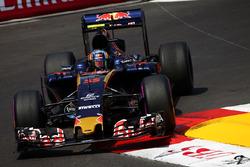 Карлос Сайнс-солодший, Scuderia Toro Rosso STR11