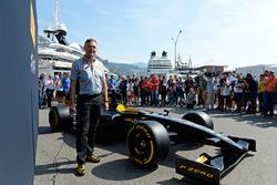 Mario Isola, Pirelli-Sportchef, und das Pirelli-Auto