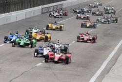 Start: Carlos Munoz, Andretti Autosport Honda leads the field