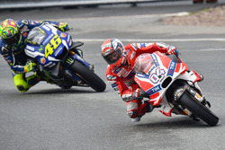 Andrea Dovizioso, Ducati Team and Valentino Rossi, Yamaha Factory Racing