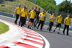 Jolyon Palmer, Renault Sport F1 Team, Kevin Magnussen, Renault Sport F1 Team and Esteban Ocon, Renault Sport F1 Team Test Driver walk the circuit with the team