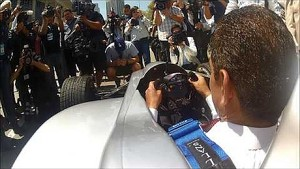 LA Mayor tries out Formula E car