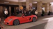 Forma de Patrick Dempsey de llegar a la entrada de un hotel.