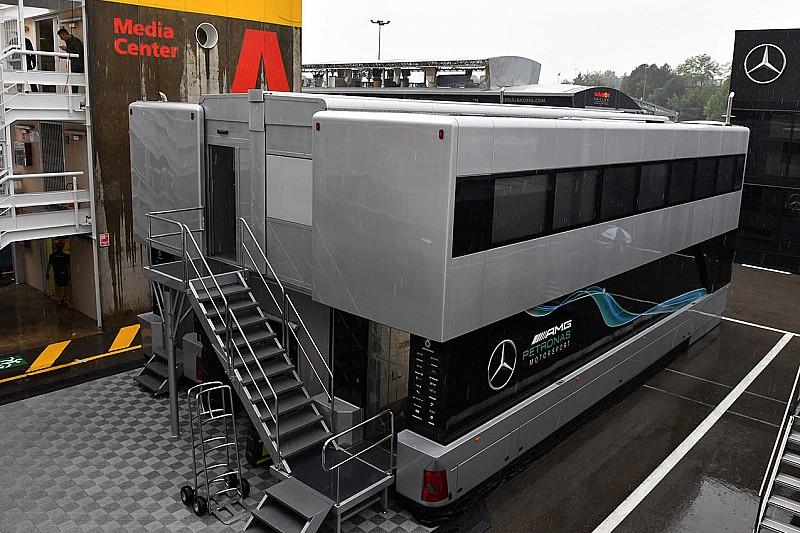 Вантажівки Mercedes вже вирушили на Гран Прі Франції