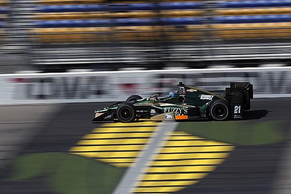 IndyCar Видео: из машины IndyCar вырвало руль после удара об стену