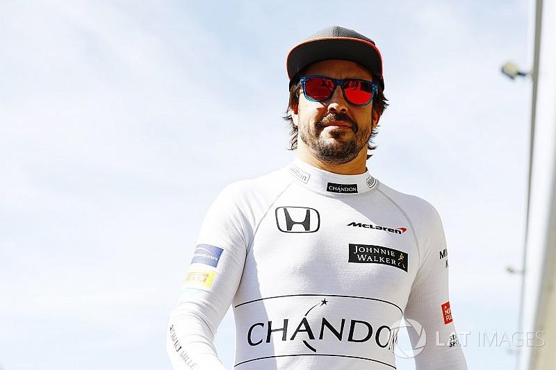 Resmi: Alonso 2018'de McLaren ile devam edecek!