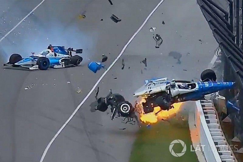 Drapeau rouge à Indianapolis après un crash entre Howard et Dixon