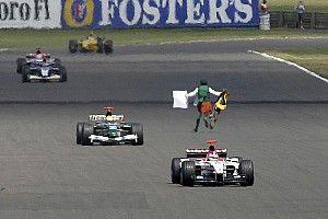 Kijktip van de dag: Priester ontregelt Britse Grand Prix 2003