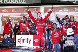 Reed gana accidentada carrera en la primera fecha de Xfinity