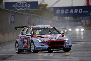 Tarquini gana la carrera inaugural y Guerrieri en 7°