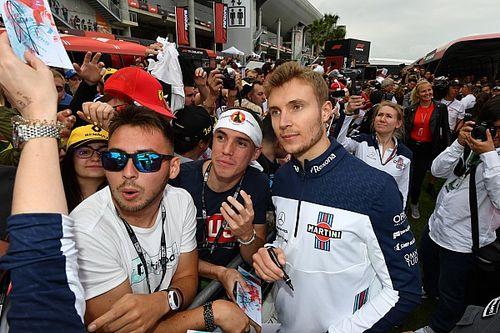 Szirotkinnak nincs problémája azzal, hogy pénteken Kubica is vezet helyette